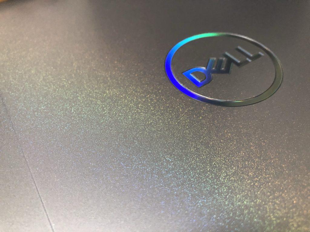 DELL G5 15SE(5505)虹色に輝くボディ